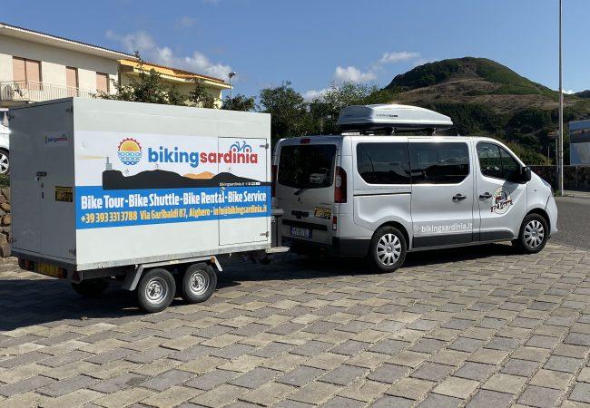 trailer-and-minivan.jpeg